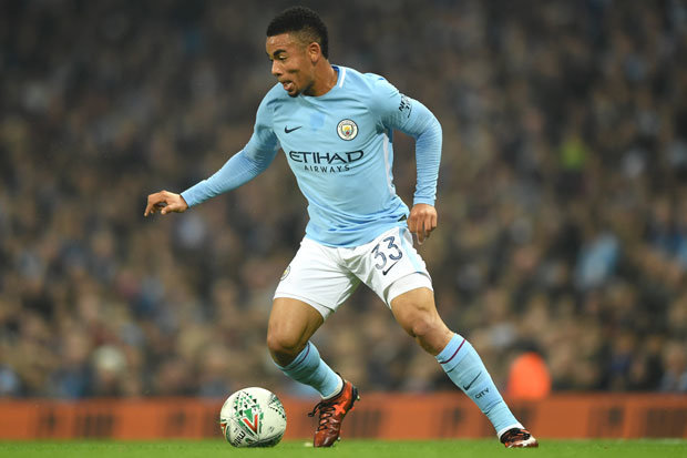 Chelsea ace Willian has jumped to the defence of Manchester City attacker Gabriel Jesus.