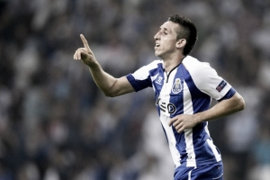 Porto midfielder Hector Herrera favours a move to Serie A in January.