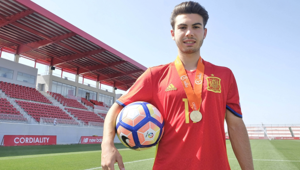 Barcelona are interested in Sevilla youngster Jose Alonso Lara.